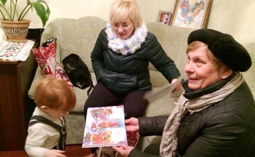 Яворинки відвідали родину важкопораненого льотчика Сергія Тітаренка