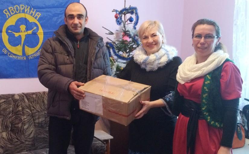 Яворинки Бродівщини передали капеланові Олегу Заболотному допомогу для воїнів
