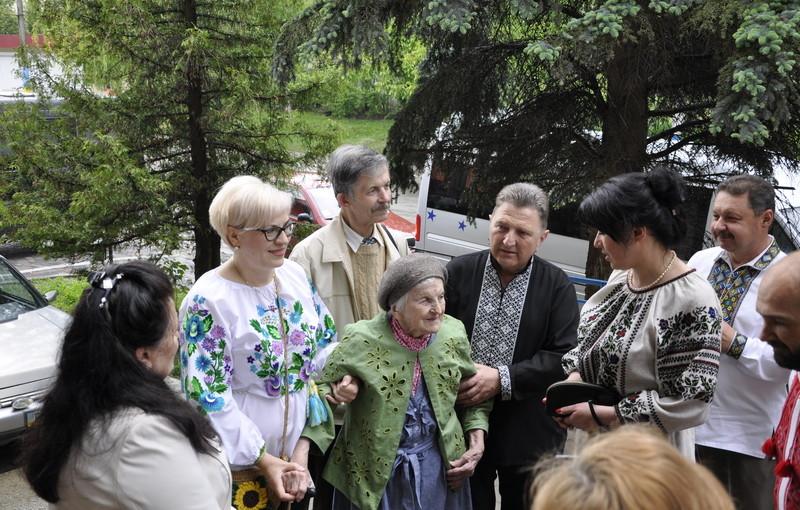 Ольга Ільків та Ірина Сех взяли участь в урочистій академії до Дня героїв у Борщеві