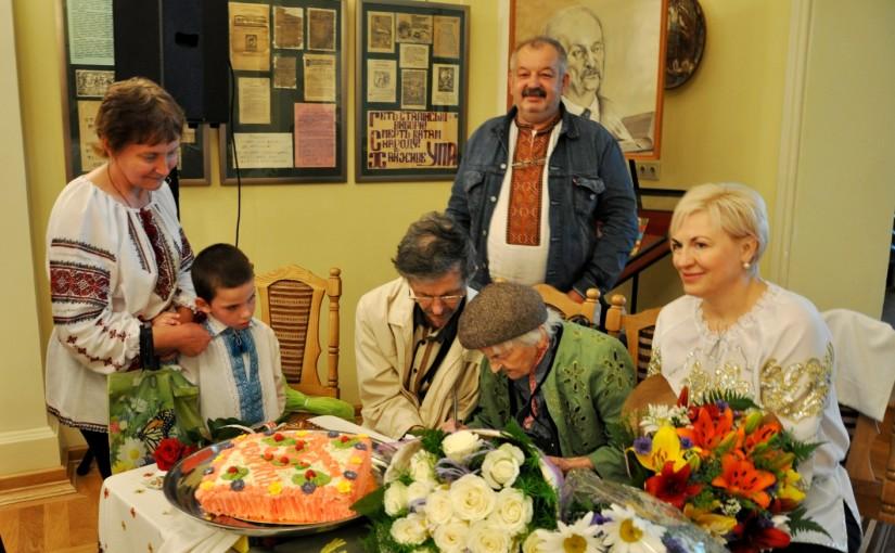 У Львові вітали з 96-річчям зв'язкову Романа Шухевича Ольгу Ільків