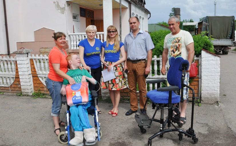 «Яворина» надала допомогу родинам, в яких є інваліди, в Красному на Львівщині