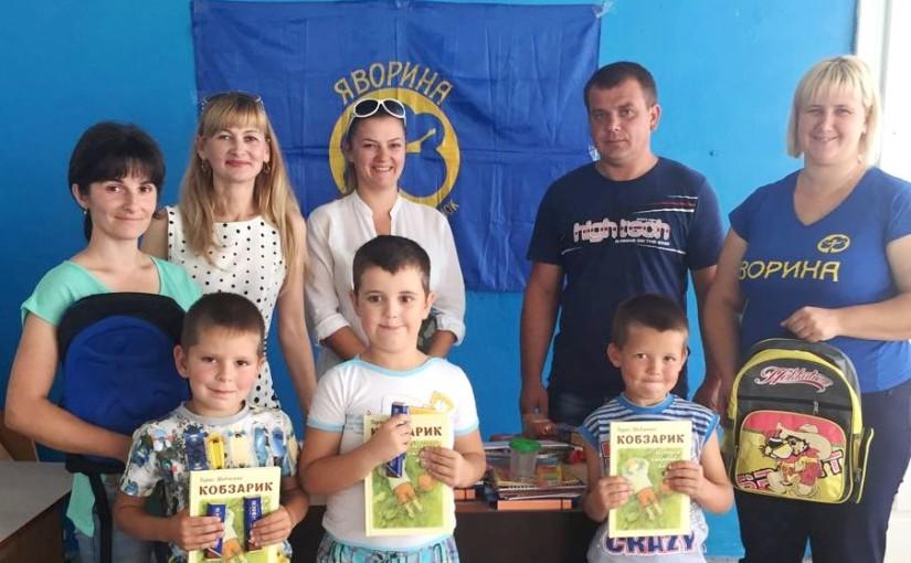 Буські яворинки придбали шкільне приладдя для дітей учасників війни
