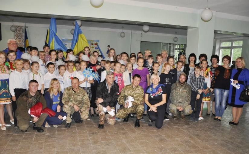 У прифронтовій Авдіївці радо приймали волонтерів із Львівщини та яворинок