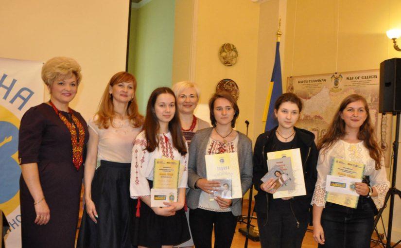 У Львові нагородили переможців Всеукраїнського конкурсу творів «Мама Героя» із Львівщини